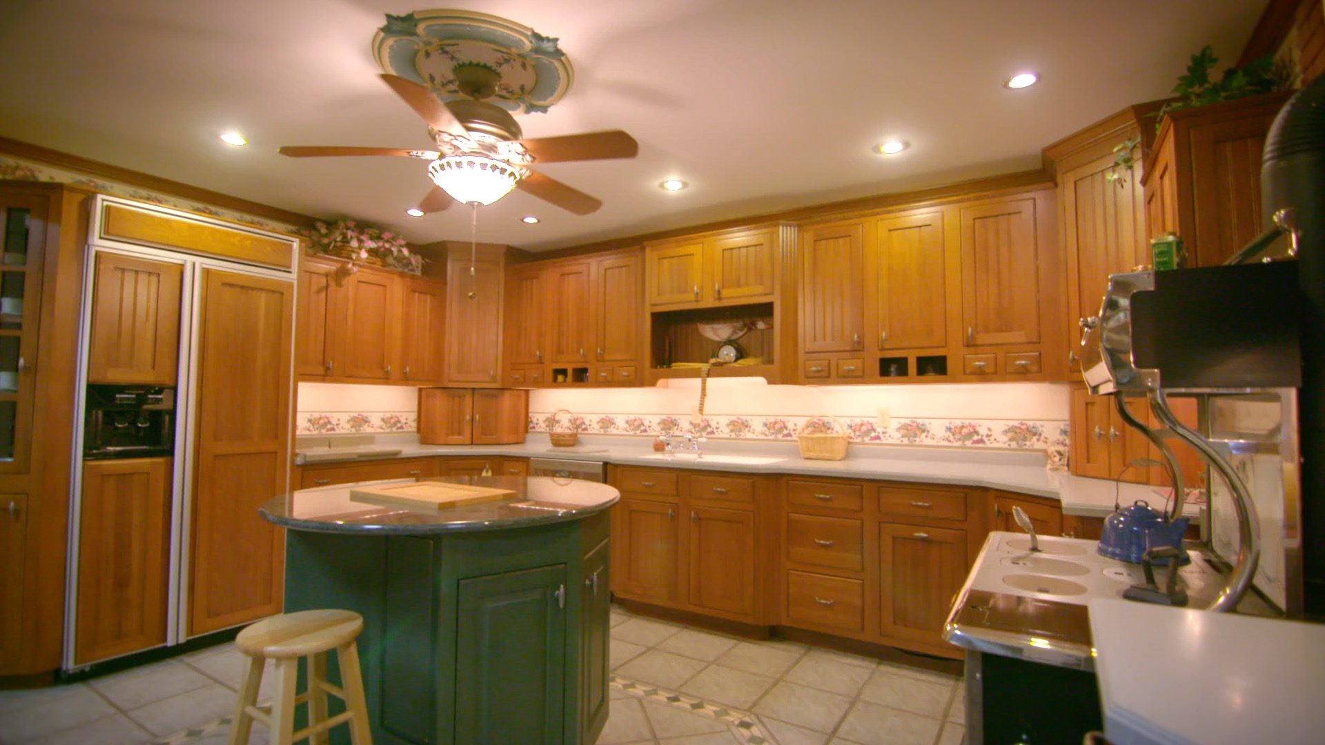 Still - Kahles Kitchens 01